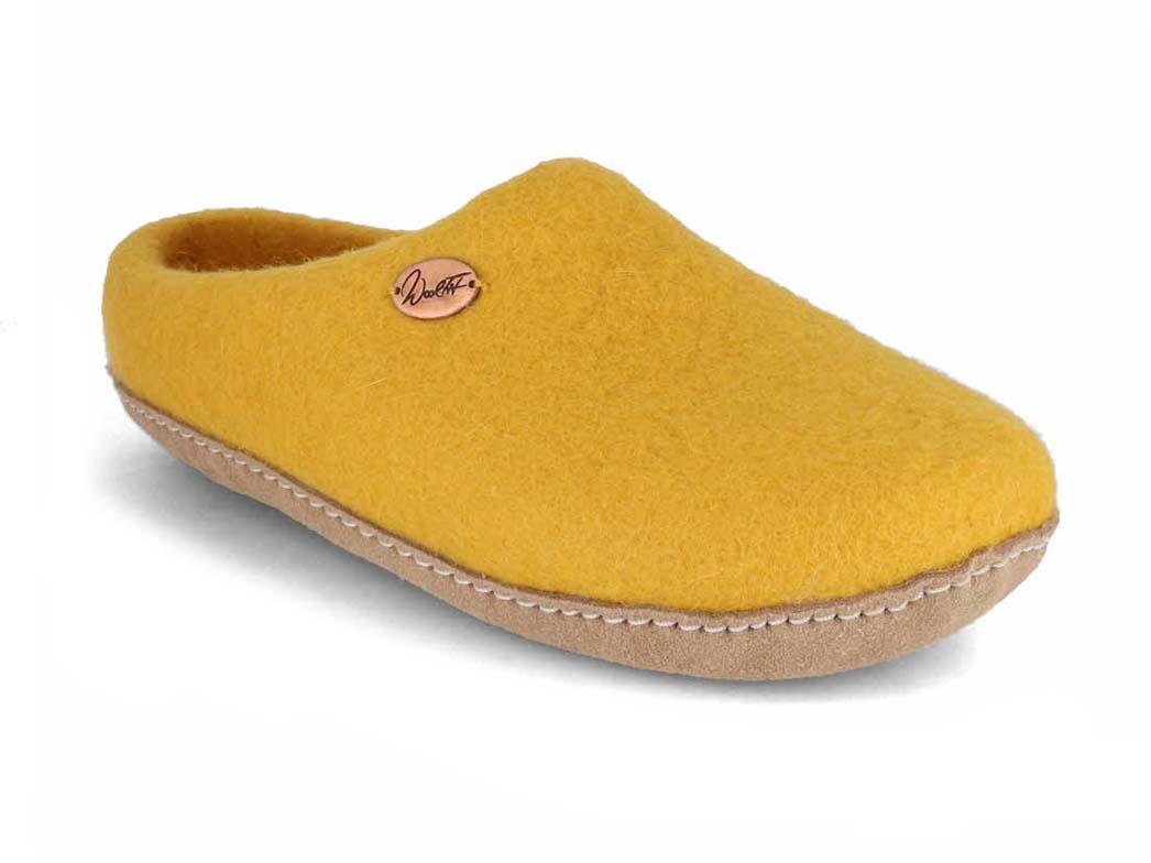 Product produce felted shoes